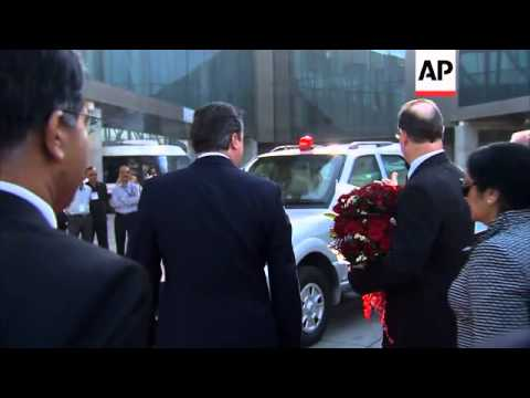 UK PM Cameron arrives in India leading delegation of business leaders