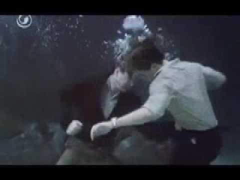 Top secret pelea bajo el agua