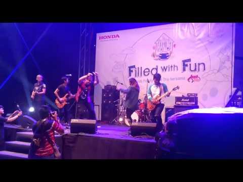 6ixth Sense - 7 Kali Malam Minggu (LIVE) Honda Family Road Trip Tour 3
