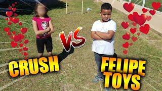 CRUSH vs FELIPE TOYS VALENDO A IDENTIDADE DELA