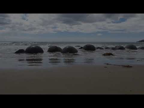 Calming Ocean Waves - New Zealand's Moeraki Boulders