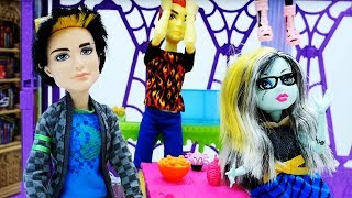 Школа Монстр Хай заколдована!? Мультики с куклами