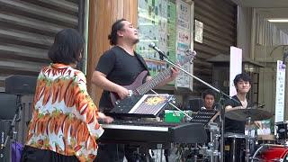 名曲「on fire」をラテンジャズのノリで激しく熱演する謎のピアニスト。...