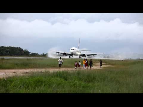 Batavia Air PK-YTY Landing at Domine Eduard Osok Airport in