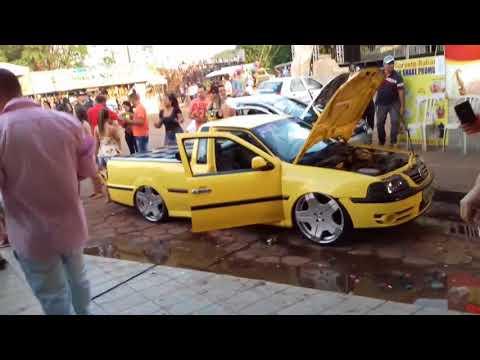 Saveiro amarela  tocando funk na  Festa do peao Damolândia GO