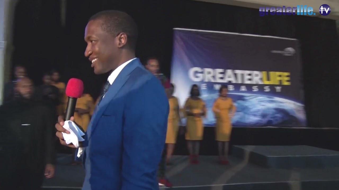 Download Prophet Uebert Angel prophesying at Greaterlife Embassy 02
