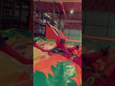 Spiderman & Spidergwen Vs Deadpool