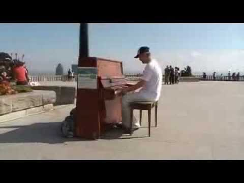 Zongoralecke a Mont Royal Belvedere-n!