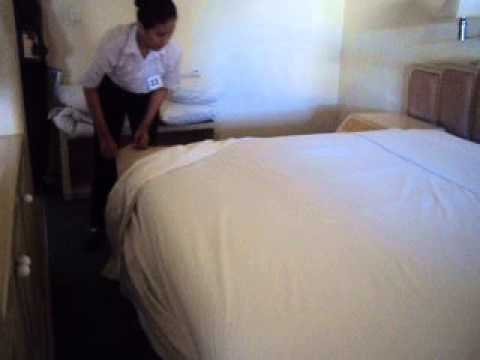 MAKING UP THE BED 3 SHEET DOUBLE