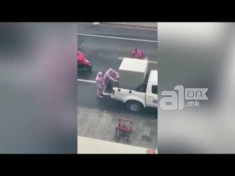 Жена вришти додека ја внесуваат во метална кутија заради сомнеж на коронавирус