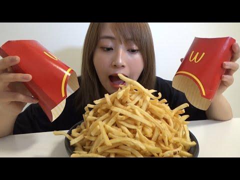 勉強のストレスでマックのポテトを1kg大食いする一般女性。