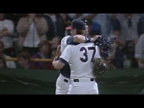 Bobby Thigpen gets his 50th save of 1990