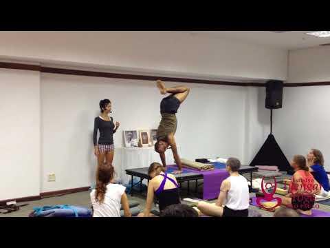 Aprendendo a saltar com Yogi Zain #3 - Estudyo Iyengar Yoga São Paulo