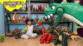 Skyheart's DINOSAUR ROOM!! trex breachiosaurus jurassic world dino collection