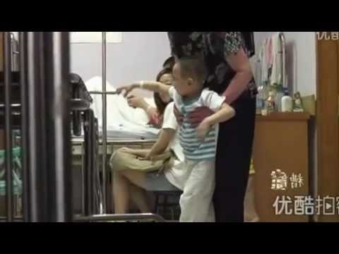 Em bé bị mẹ kế đánh lõm cả đầu