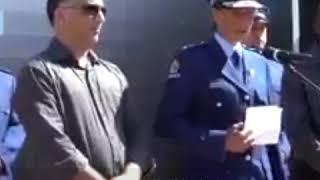 قائدة مسلمة في شرطة نيوزيلندا تبكي بعد الهجوم الإرهابي.. شاهد ماذا قالت ؟