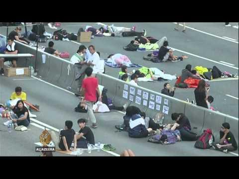 Dwindling Hong Kong protesters defy deadline