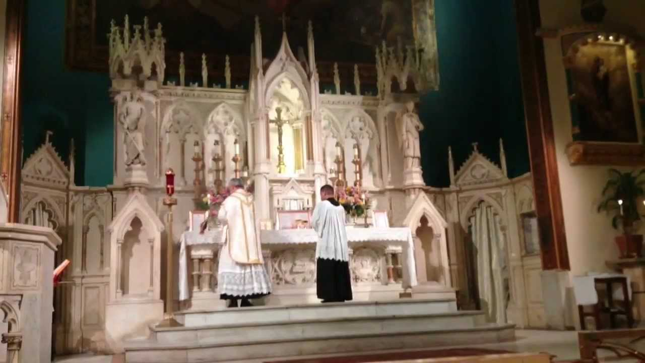 Traditional Latin Mass NYC Incensation (Offertory)