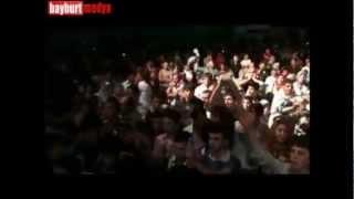 iSmaiL YK - Hop de Bakim (BayBurT Konseri 2010)