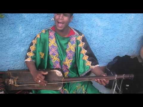 Gnaoui à L'oudayya de Rabat - Musicien de rue [Gnawa Music]