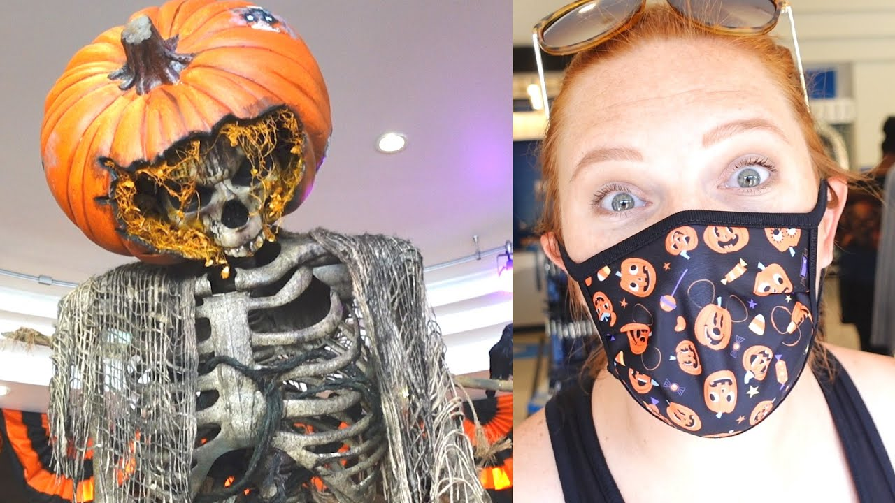 A Spooky Fun Day At Universal Studios Florida! | Scarecrow Stalk Scavenger Hunt, Pizza Fries & More!
