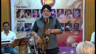 Video Bekarar karke by Thakur Singhji on Saxophone at Jashn Grand Finale download MP3, 3GP, MP4, WEBM, AVI, FLV Juni 2018