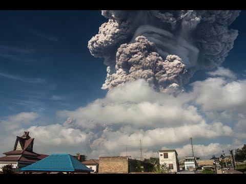 إندونيسيا ترفع مستوى التحذير بعد نشاط بركان في سومطرة  - نشر قبل 3 ساعة