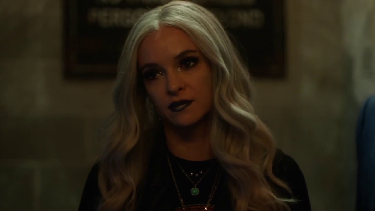 Download The Flash 6x02 - Frost looks at paintings