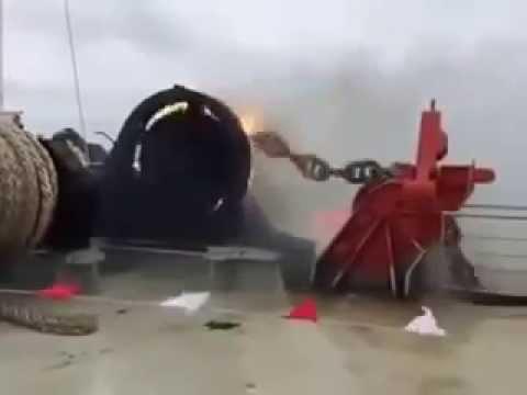 The loss of an anchor on the ship Fail (Viral Videos)