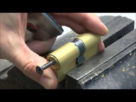 Вытягивание цилиндра CISA   вскрытие дверного замка Цилиндра чиза Cisa сьемник съемник для замков выдра.