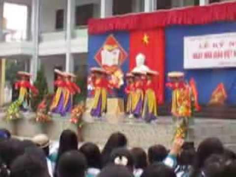 """Múa """"cô gái Việt Nam"""" - Liên chi Anh K53, 54, 55"""
