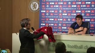 Conte handed signed Mourinho shirt