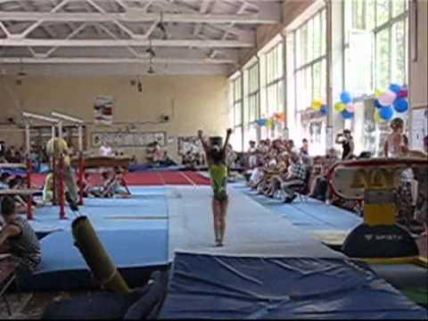 видео: Акробатическая дорожка (Чемпионат города Харькова)24.05.2014.