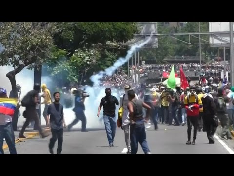 Protesters clash with government forces in Venezuela