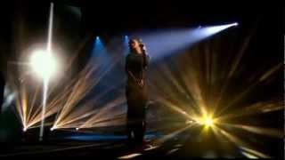 Rihanna - Diamonds @Live At The X Factor UK (2012)