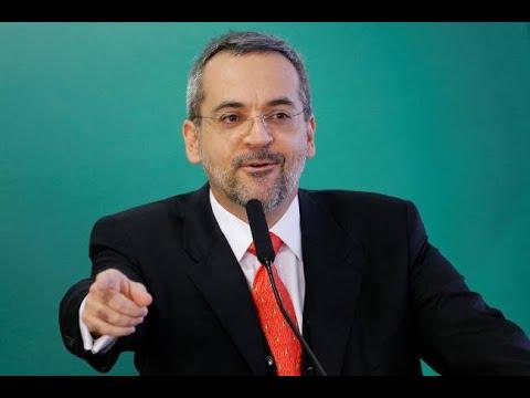 """Giro Veja: """"Não sou radical"""", declara novo ministro da Educação"""