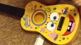 Видео спанч боб игра на гитаре для детей(Дети играющие на гитаре создают веселую обстановку. Детская гитара Спанч боб отличный инструмент для разв..., 2015-06-24T18:50:19.000Z)