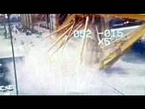 Moment huge Dubai crane collapses