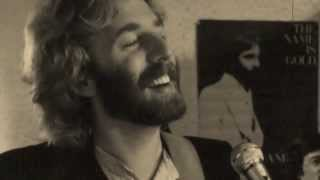 "Andrew Gold discusses top ten hit ""Lonely Boy"" before playing the song."