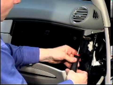 Grand cherokee glove box removal 10 right dash glove box publicscrutiny Gallery
