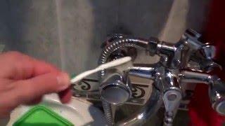 СУПЕР БЫСТРЫЙ способ почистить смеситель для ванной(, 2015-12-09T18:15:39.000Z)