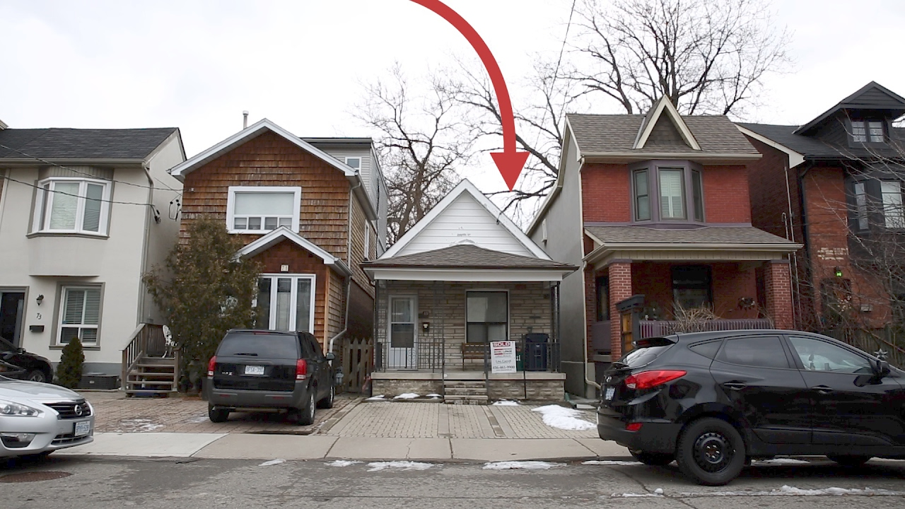 This tiny Toronto house sold for $29,29 over asking