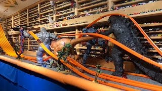 HOT WHEELS GIANT MONSTER TRACK Video