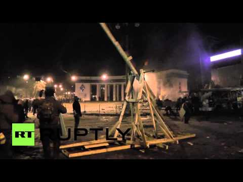 Ukraine: Practice is over in Kiev. Protesters fire stones from catapult