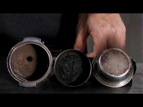 La pulizia di filtri e portafiltri