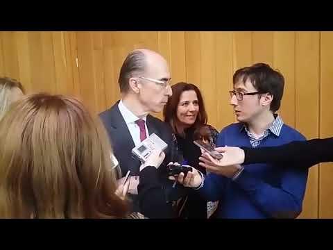 La amplia delegación de A Mariña abandona el Parlamento gallego