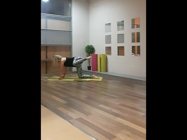 GLUTES Pilates exercise