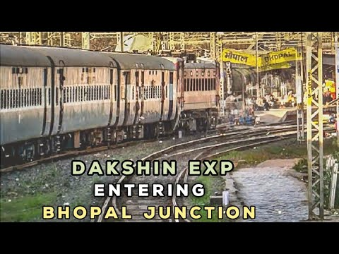 Dakshin Exp entering BHOPAL Jn. | WAP-4s meet-up | Indian Railways |
