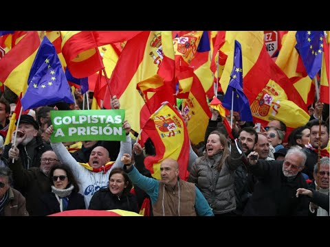 إسبانيا: آلاف أنصار اليمين يتظاهرون في مدريد تنديدا بسياسة رئيس الحكومة