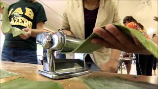 Making Leaf Powder Pasta